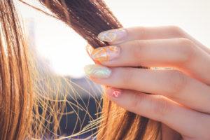 髪 ヘアカラー ネイル 毛束 オレンジ